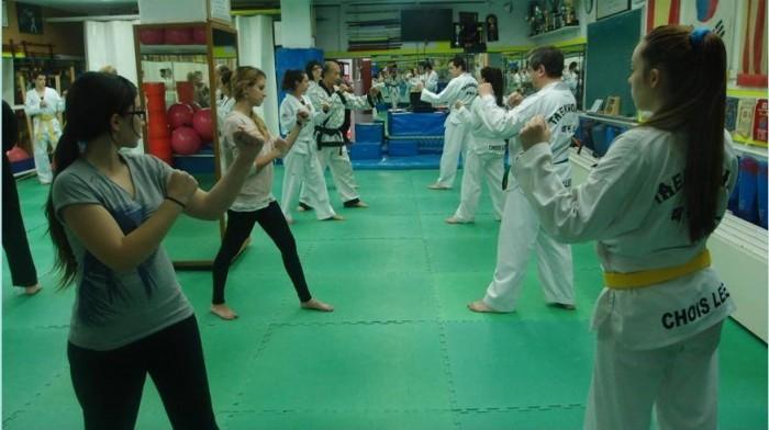 Classe amb estudiants de UdG i del gimnàs.