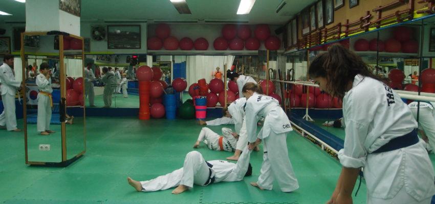 Classe adolescents sobre defensa personal.